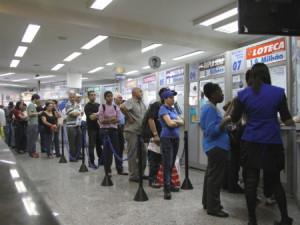 fila-lotericas-Sindicato-dos-Empresarios-Lotericos-do-Parana