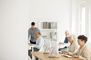 DouraSoft-Loterica-Vale-a-pena-contratar-funcionários-mais-velhos